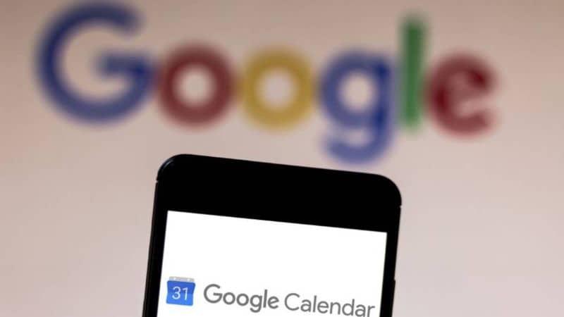 Google Calendar desde telefono inteligente negro