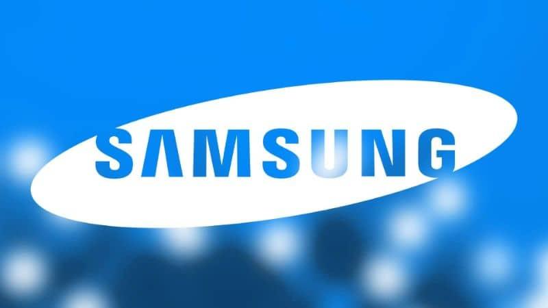 Logotipo branco da Samsung desfocado fundo azul