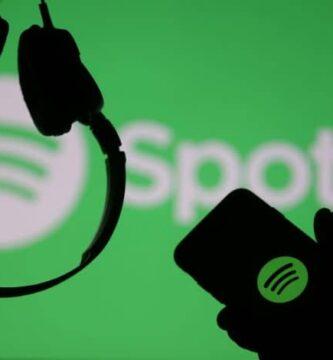 Logotipo do Spotify Fones de ouvido e telefone celular na mão
