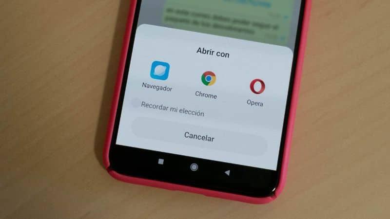 celular vermelho com navegador