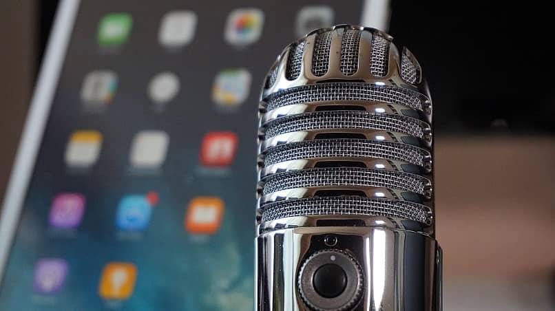 conecte um microfone externo