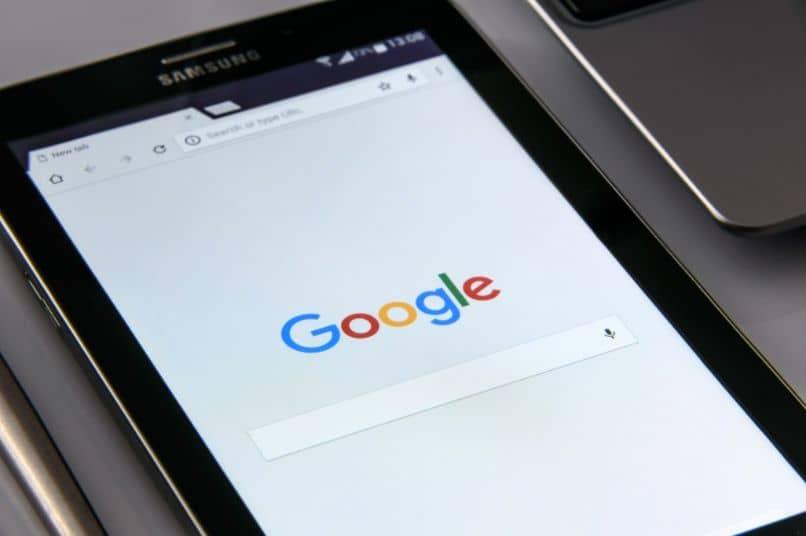 tablet mesa google page pestanas microfone