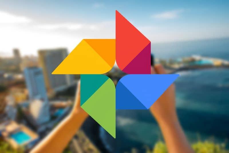 Logotipo do Google Fotos em um fundo colorido de mãos
