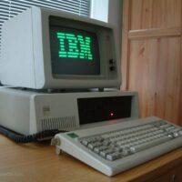 mesa de computador velha