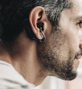fone de ouvido homem barba