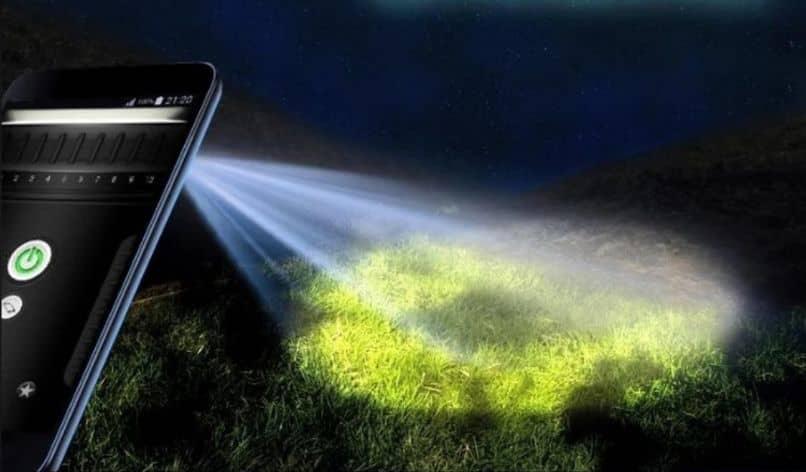 lanterna celular luz árvores noite