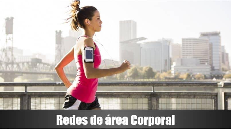 mulheres correr edifícios