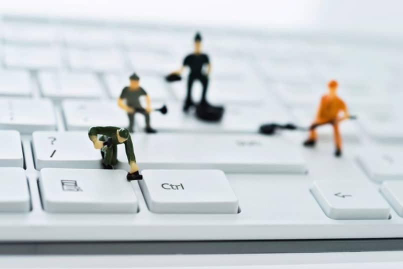 técnicos de teclado branco